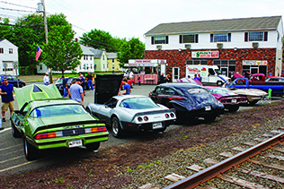 Clics And Hot Rods Mingle With Muscle Cars In The Parking Lot At Spada S Café Photo Dave Burnham
